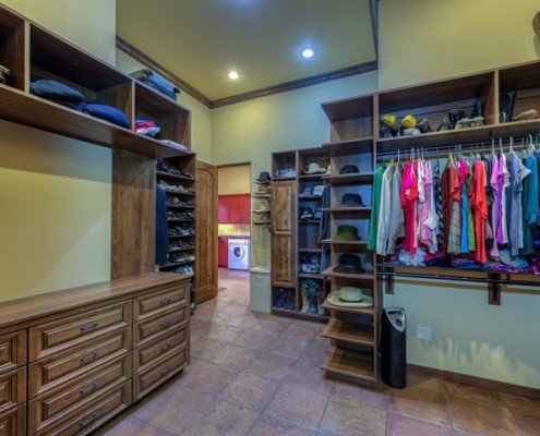 luxury walk in closet design